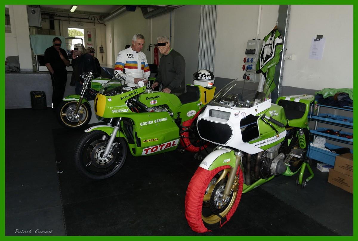 Vieilles Gloires : Pilotes et motos au Paul Ricard avril 2013 . B5_7a_11
