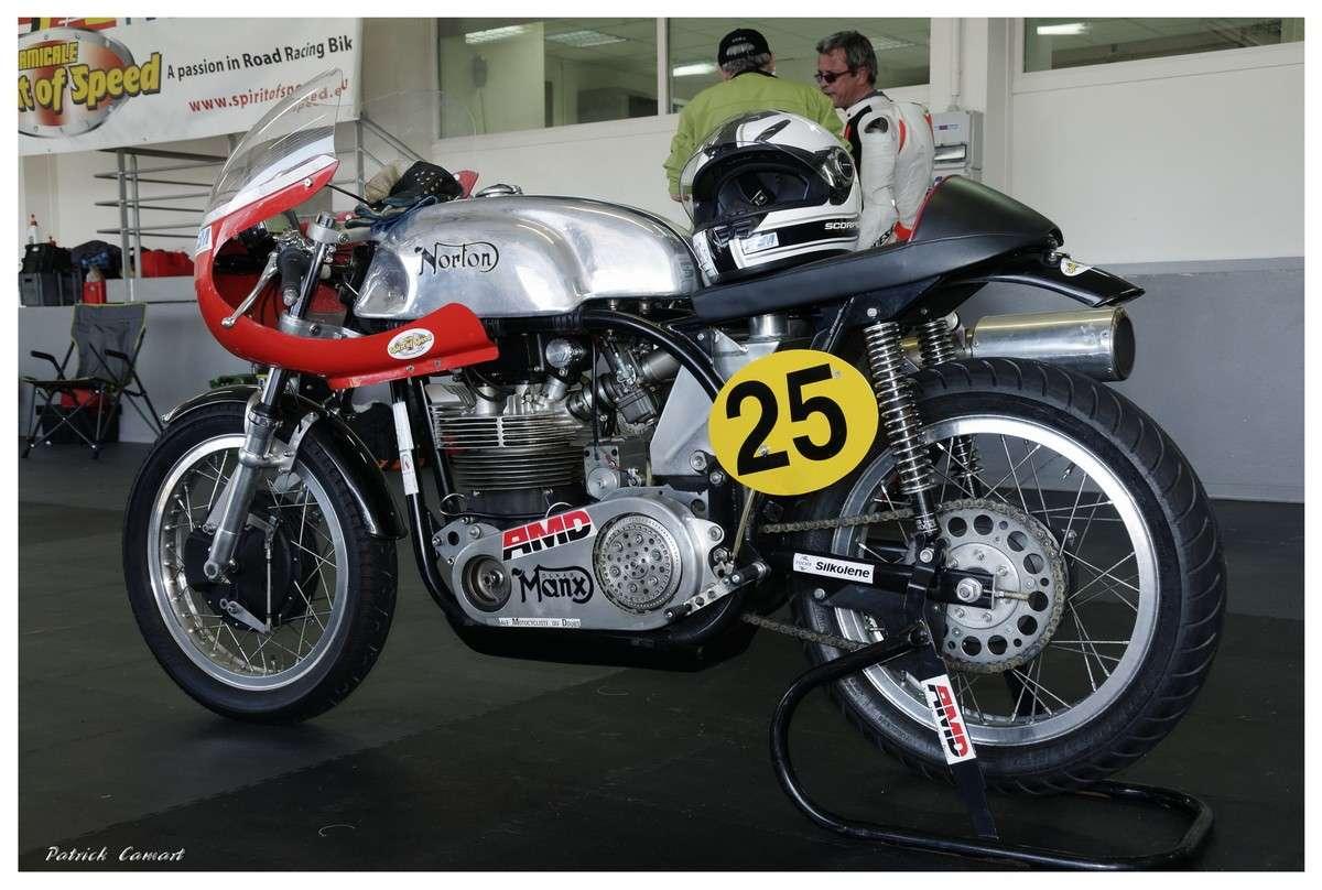 Vieilles Gloires : Pilotes et motos au Paul Ricard avril 2013 . C2_nor10