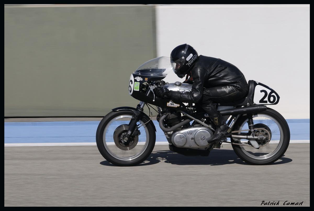 Vieilles Gloires : Pilotes et motos au Paul Ricard avril 2013 . D1_dsc10
