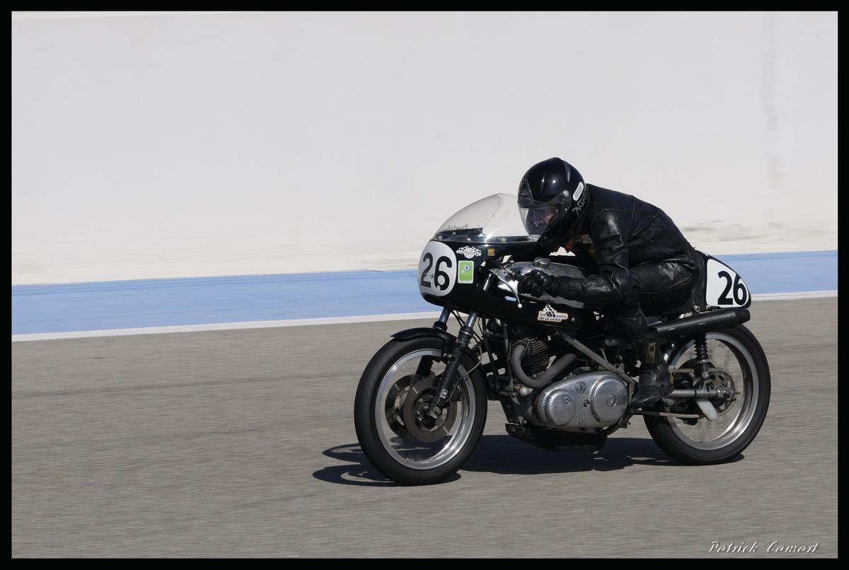 Vieilles Gloires : Pilotes et motos au Paul Ricard avril 2013 . D2_dsc10