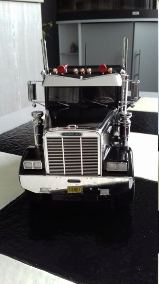 From the box - FREIGHTLINER FLC de AMT au 1/24 - Page 3 20210270
