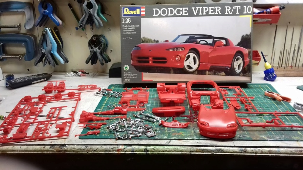 From The Box - DODGE VIPER R/T 10 Revell au 1/25 *** Terminé en pg 2 20210838