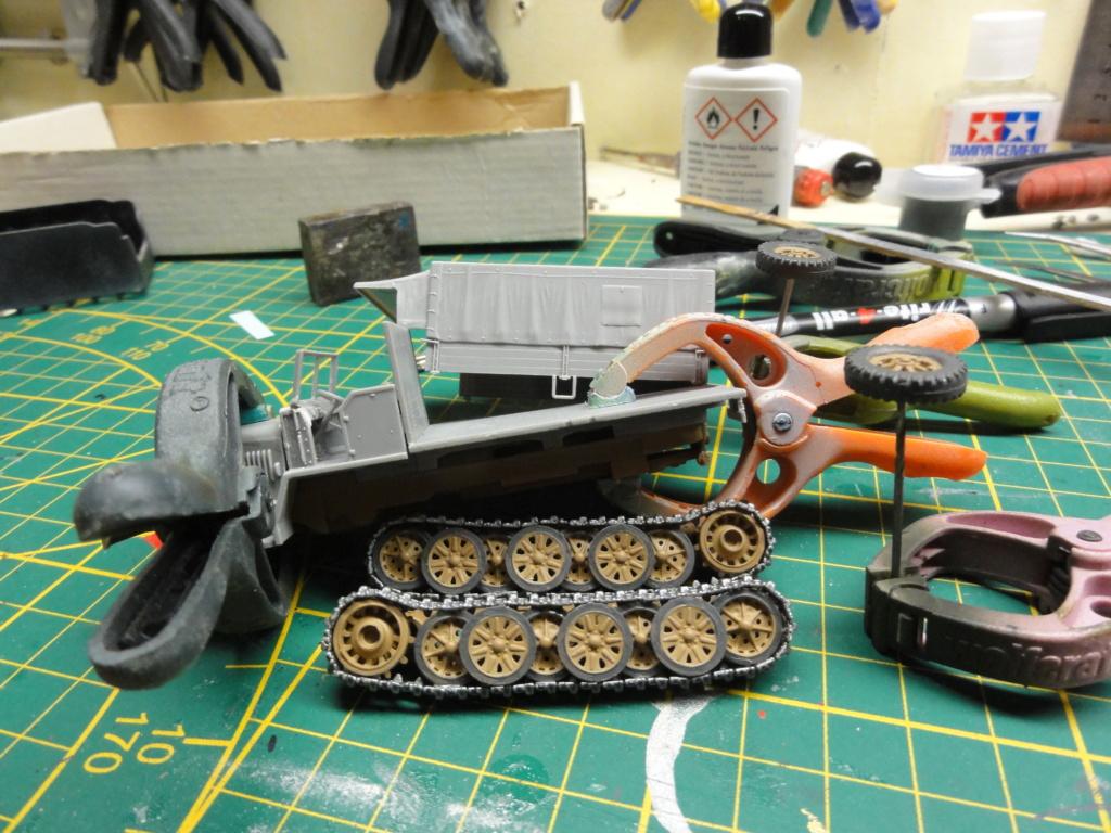 1er diorama avec blindés allemands au 1/72 - Page 2 Dsc00652