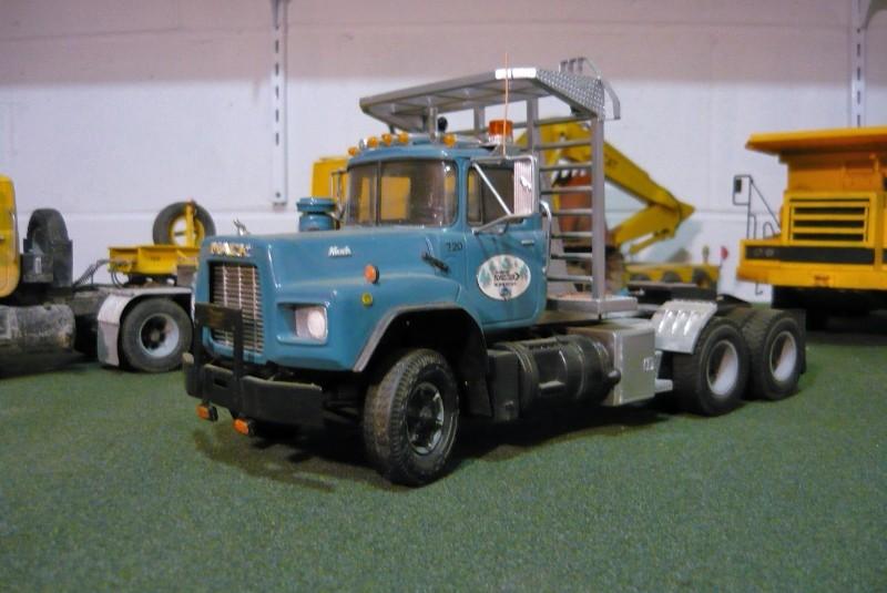 Mack RB avec remorque forestière. P1100313