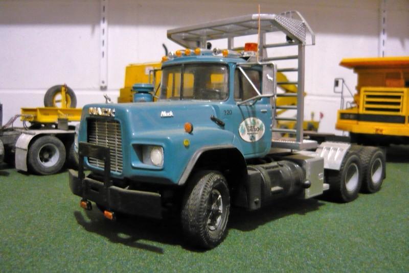Mack RD 600 1989 avec remorques forestière Deloupe. ( complété ) P1100314
