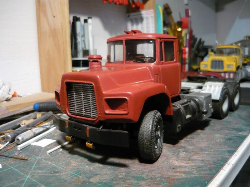 Mack RD 600 1989 avec remorques forestière Deloupe. ( complété ) P1110327