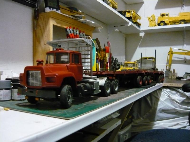 Mack RD 600 1989 avec remorques forestière Deloupe. ( complété ) P1110330