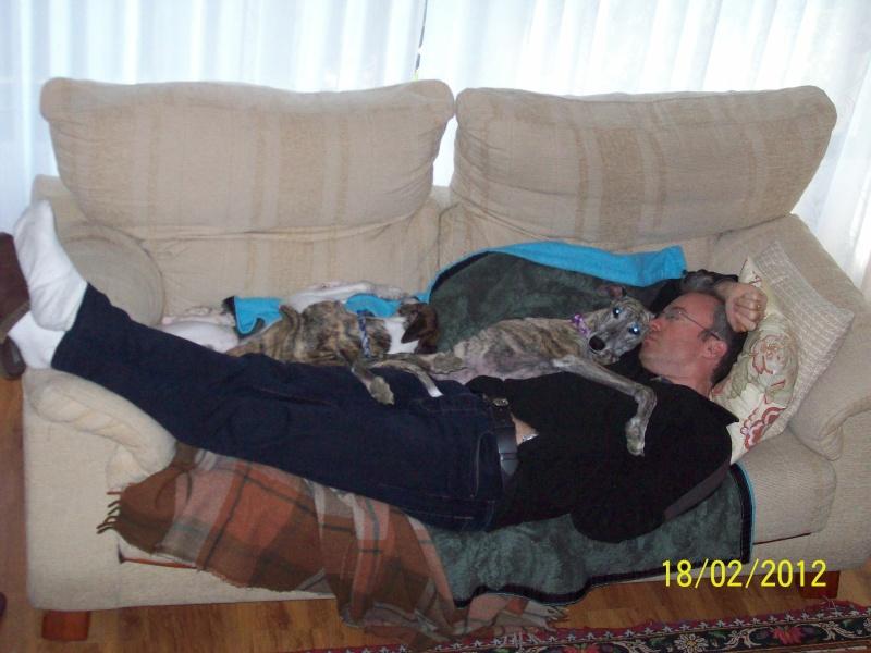 Posture originale pour dormir....et chez vous c'est comment??? - Page 2 101_0110
