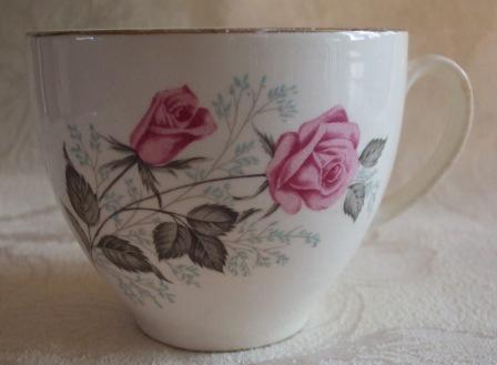 Old Rose & bud on Fatbum Cup Cl_fat10