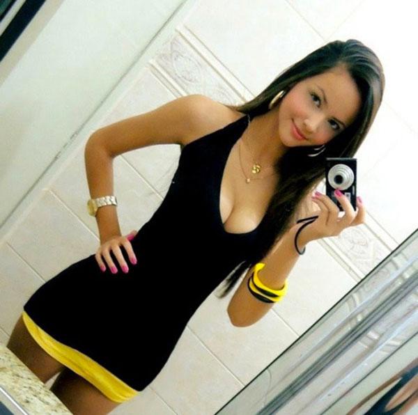 Hot Chix [NSFW] 18+ Brunet10