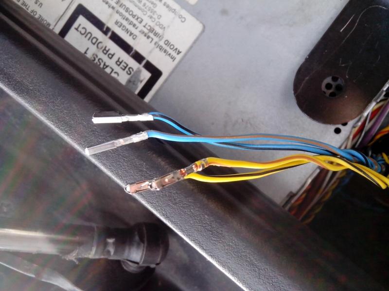 Pas de chargeur CD ni de fiches pour le brancher !!! - Page 5 Img_2040