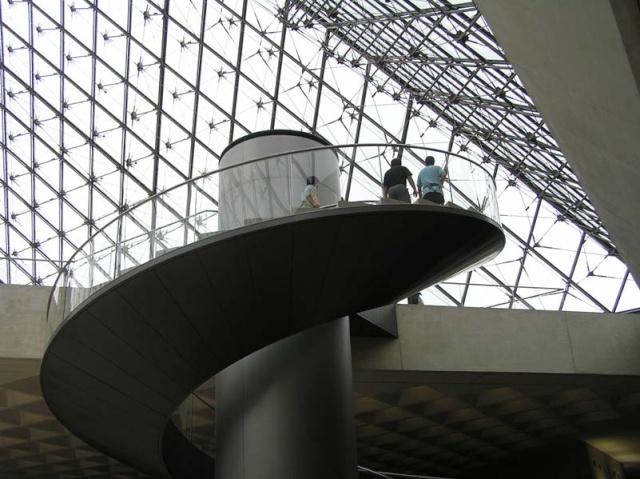 Le Louvre, ses fantômes et ses stars 1_1_1101