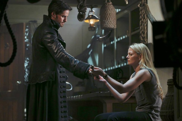 Saison 3  de Once Upon a Time : news et spoilers !! - Page 3 Hook3013