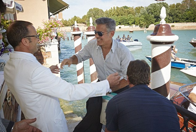 George Clooney and Rande Gerber deliver Casamigos tequila to Venice - Page 2 Gg211