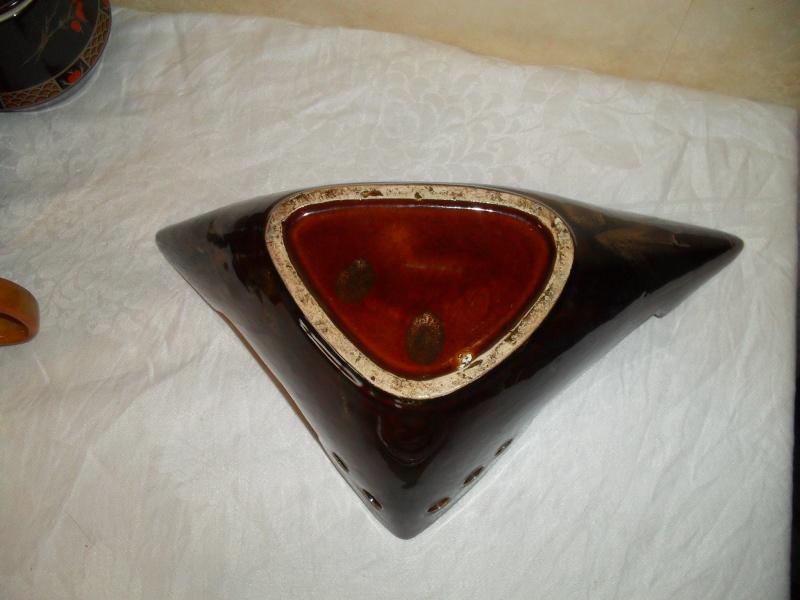 Strange yet disturbingly interesting Vase? 00410