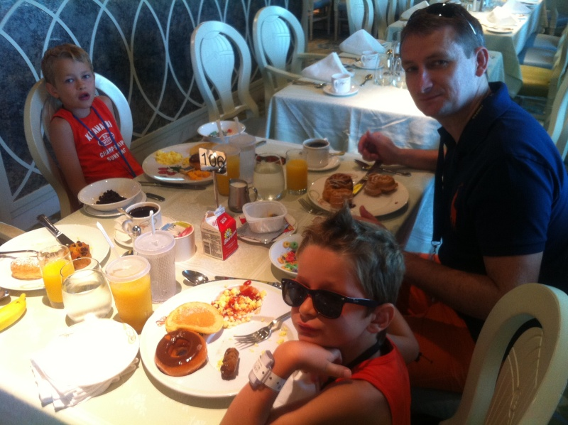 [TR] 3 semaines août 2013 en famille Universal-Disney cruise-WDW-Discovery Cove-Bush Garden-Seaworld - Page 4 Img_0323