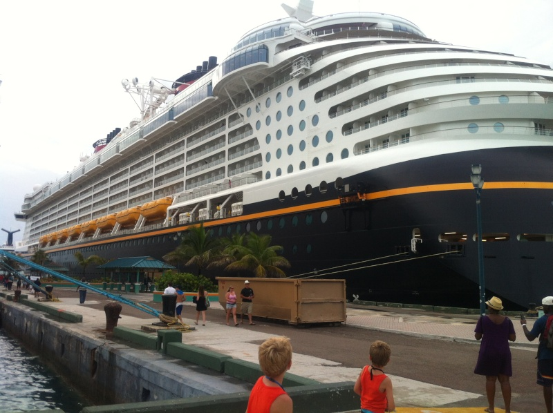 [TR] 3 semaines août 2013 en famille Universal-Disney cruise-WDW-Discovery Cove-Bush Garden-Seaworld - Page 4 Img_0410