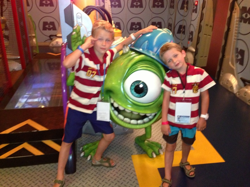 [TR] 3 semaines août 2013 en famille Universal-Disney cruise-WDW-Discovery Cove-Bush Garden-Seaworld - Page 4 Img_1021