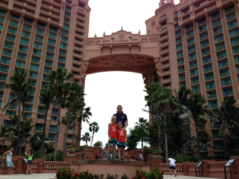 [TR] 3 semaines août 2013 en famille Universal-Disney cruise-WDW-Discovery Cove-Bush Garden-Seaworld - Page 4 Img_1023