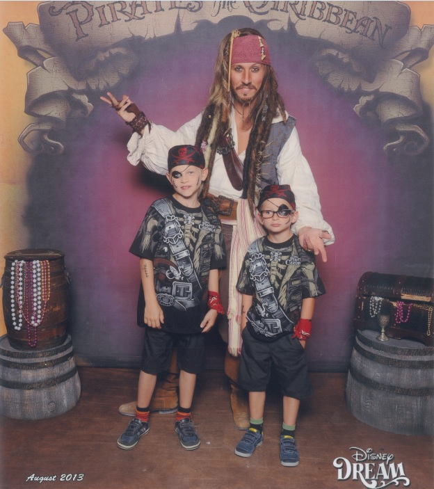 [TR] 3 semaines août 2013 en famille Universal-Disney cruise-WDW-Discovery Cove-Bush Garden-Seaworld - Page 4 Pirate10