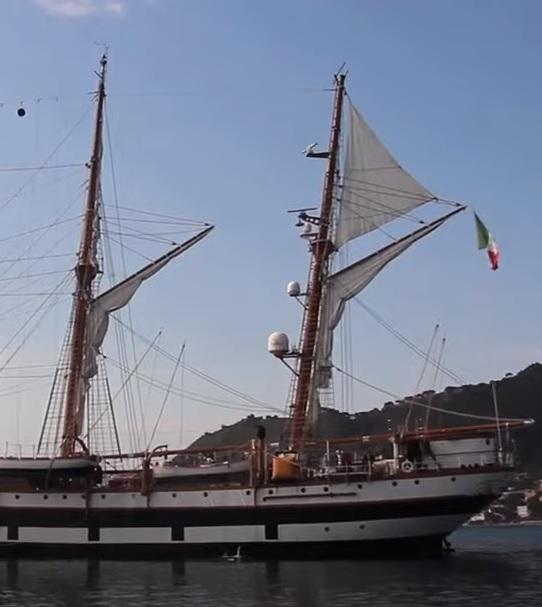 vele - costruzione di goletta, liberamente ispirata a piroscafo cannoniera del XIX secolo - Pagina 16 Palinu10