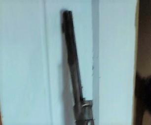 Fusil trouvé dans un faux plafond Fusil110