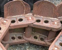 Maillon de chenille de char transformé en enclume, mais pour quel char ? Images35