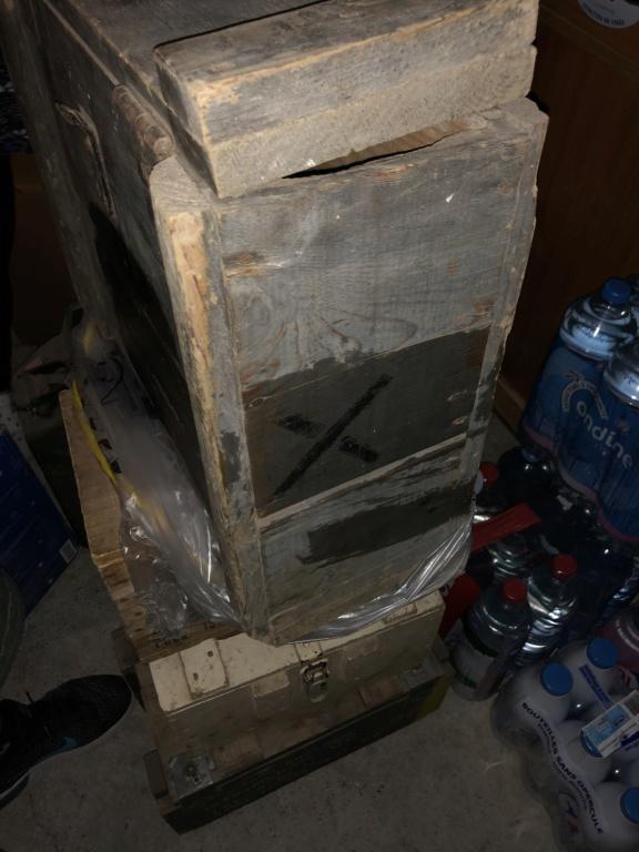 Caisse allemande, casque GN et morceau bombe 4cb09110