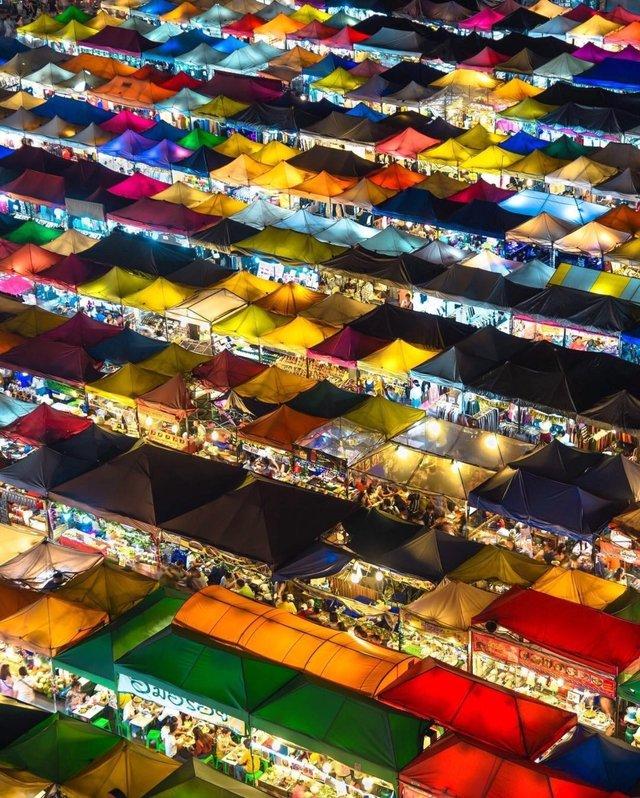 超級整齊的泰國夜市景色 82i01x10