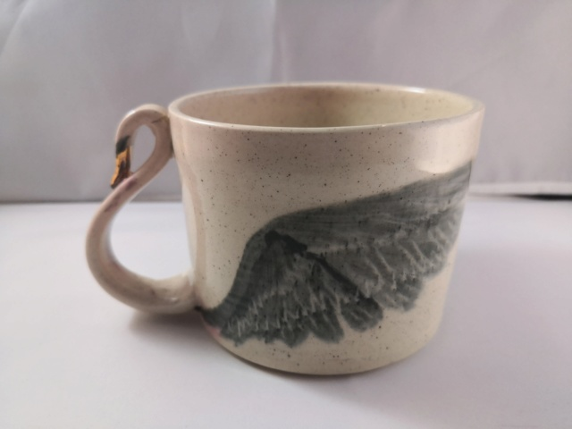 Swan mug with swan neck handle signed Img_2092
