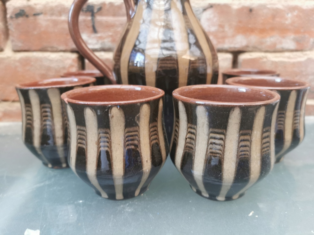 Brown and beige striped jug with little cups Img_2108