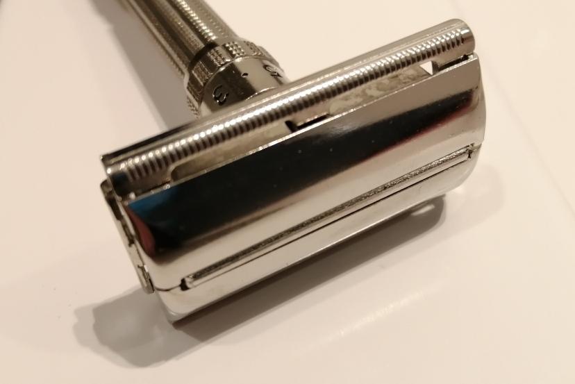 La rénovation de mon 1er rasoir vintage - Slim de 66 - Page 2 Img_2020