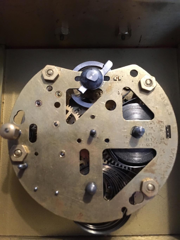 Qui s'intéresse au réveil mécanique...? - tome 2 - Page 7 Mouvem10