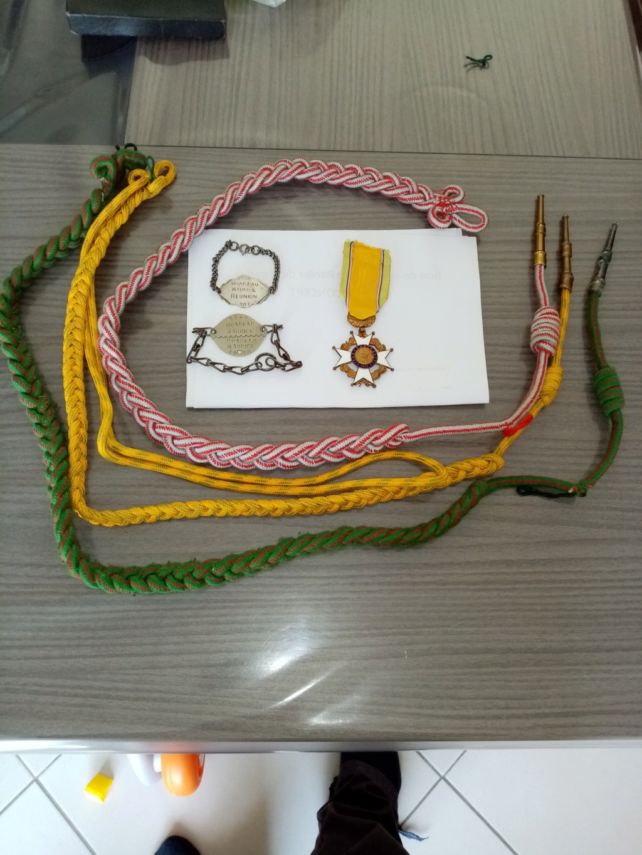 Medailles et fourragère  Img_2028