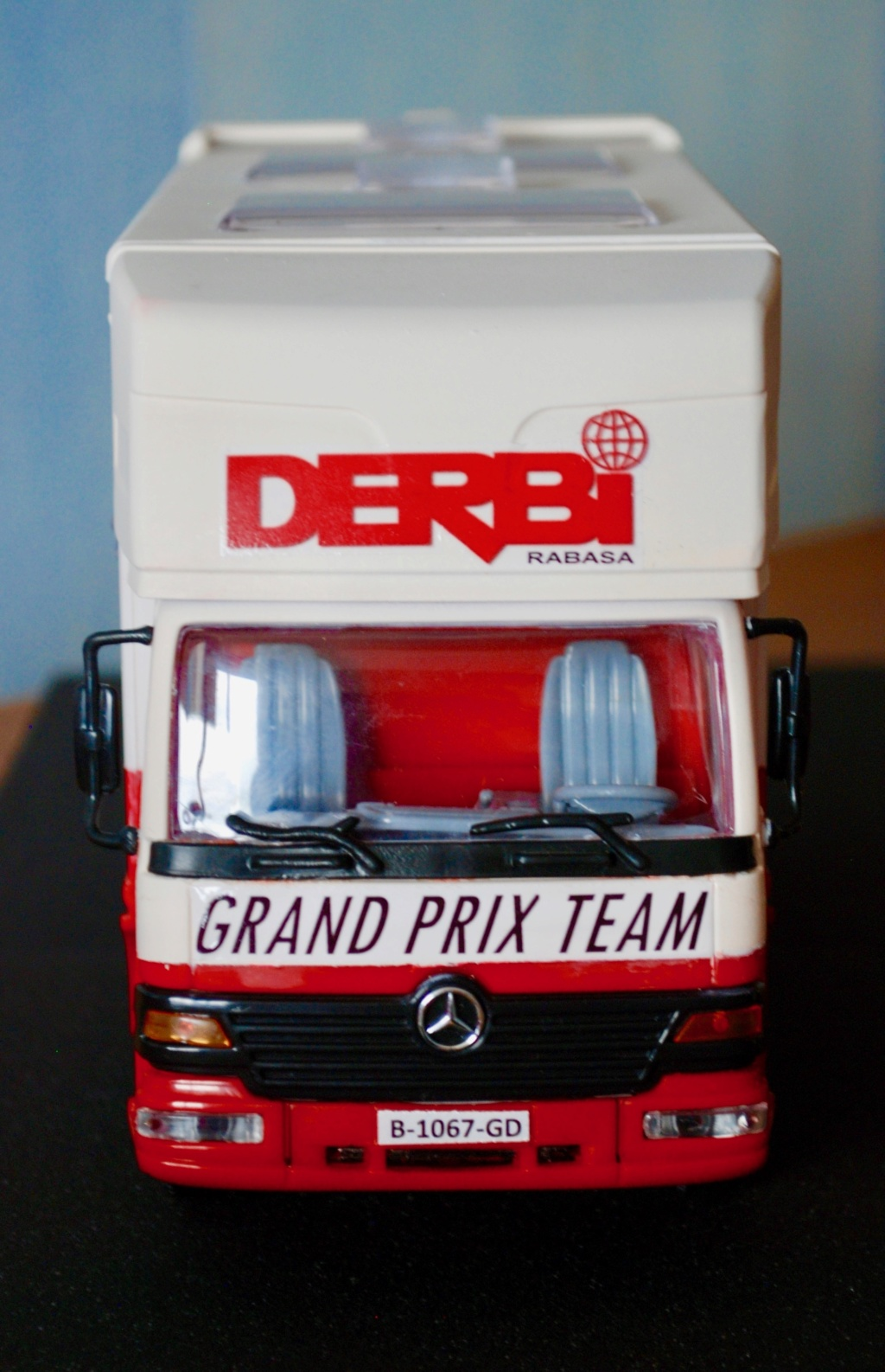 Camión Grandes Premios equipo Derbi - Página 2 Furgoa11