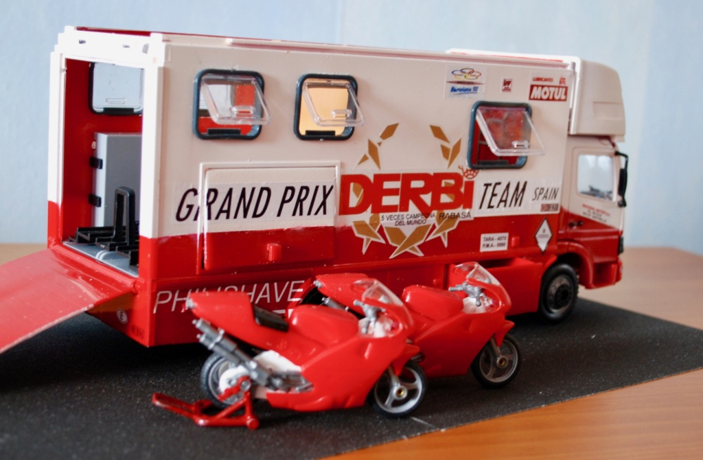 Camión Grandes Premios equipo Derbi - Página 2 Furgoa13