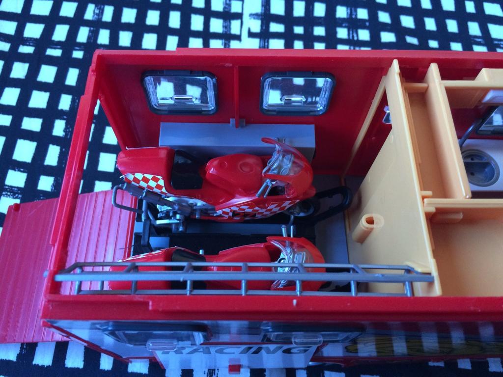derbi - Camión Grandes Premios equipo Derbi Img_6828