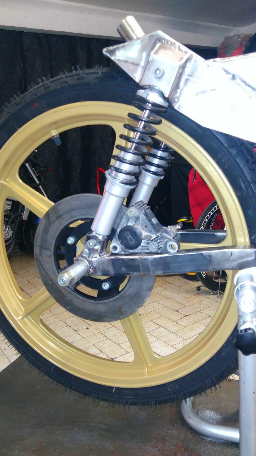 bultaco - Réplica Bultaco 50 MOTUL Carmona 1982 - Página 21 Kumz2310
