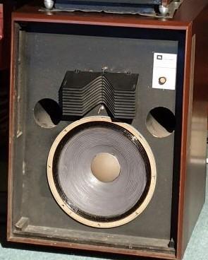 jbl studio monitor l200  speakers (used)withdraw Jbl_2012