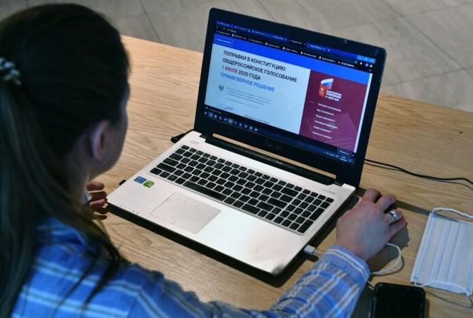 Москвичи приняли участие в тестировании системы электронного голосования A-111