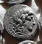 Denario de la gens Fonteia. El genio de Júpiter a lomos de la cabra Amaltea. Roma. 17a10