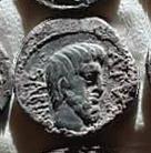 Denario de la gens Tituria. L. TITVRI. Dos soldados romanos raptando a dos sabinas. Roma. 31a10