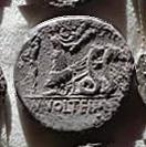 Denario de la gens Volteia. M. VOLTEI. M. F. Ceres en una biga tirada por serpientes a dcha. Roma. 32b10