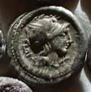 Denario de la gens Manlia. L TORQVAT / EX. S. C - Q. Soldado a caballo a la carrera a izq. Roma.  45a10