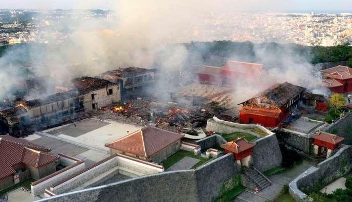Japon, le château de Shuri classé au Patrimoine mondial dévasté par les flammes 976d8710
