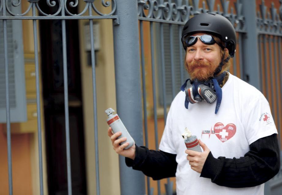 Alexander Samuel, l'homme qui enquête sur le gaz lacrymogène utilisé contre les « gilets jaunes » As10