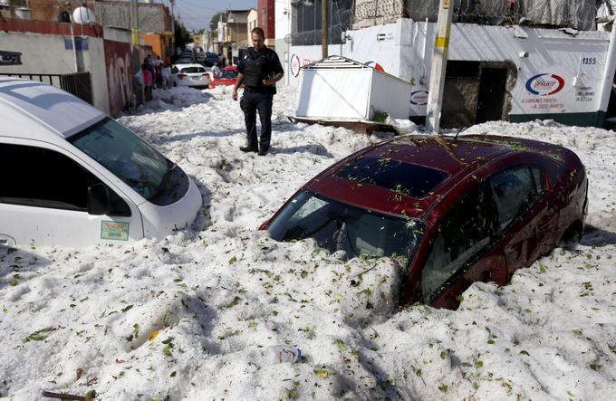 Mexique: un orage de grêle recouvre Guadalajara de glace C6a2a310