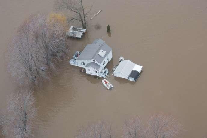 Canada : des milliers d'évacués près de Montréal après la rupture d'une digue Digue10