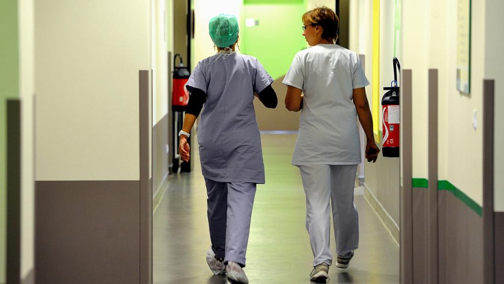 """10h de nuit travaillées = 1,50 euros de surprime: les infirmières """"se sentent méprisées"""" Infirm10"""