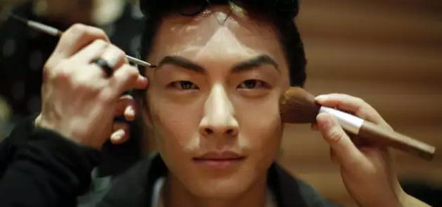 Le maquillage pour hommes sur le point de se démocratiser Maq10